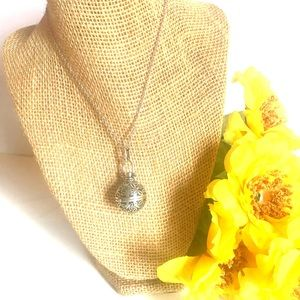Jewelry - Antique silver diffuser locket with chain